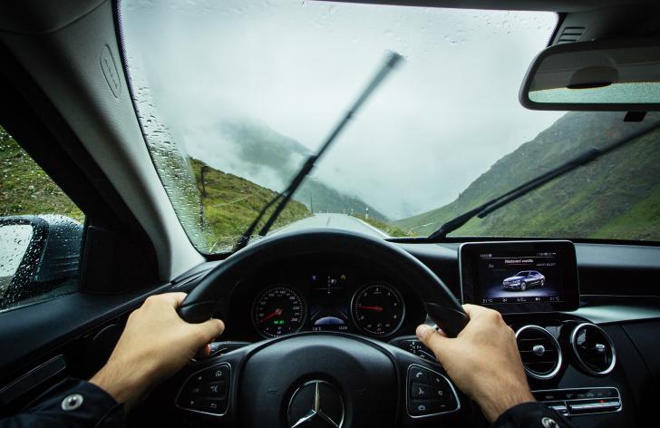 Prečo máme v aute toľko asistenčných systémov?
