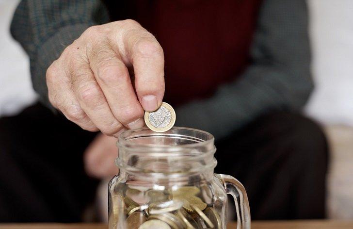 Každý občas zaplatí neskoro: akým rizikám sa omeškaním vystavujete?