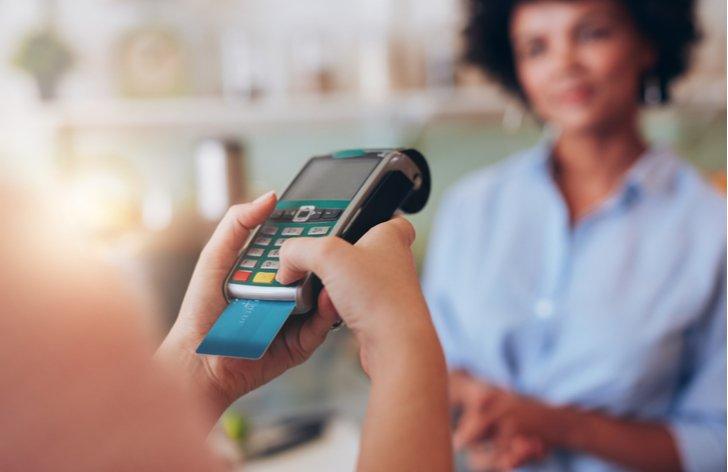 Ako využiť kreditnú kartu? (výhody a nevýhody)