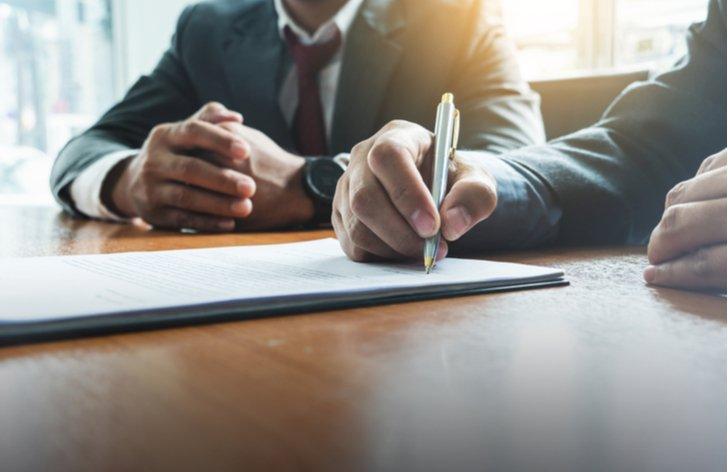 Pracovná zmluva na dobu určitú vs. na dobu neurčitú (porovnanie)