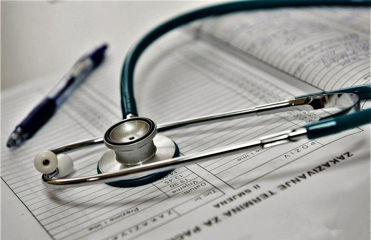 Výplata nemocenské a lístek na peníze u eneschopenky