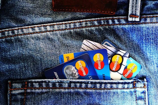 Co dělat, když ztratíte v zahraničí platební kartu