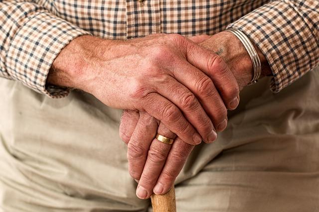 Jak se postarat o rodiče: domovy důchodců a zvláštní příjemce důchodu