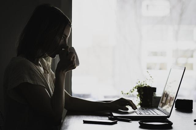 Jak na VŠ pracovat se sirotčím důchodem?