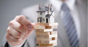 Objem úvěrů na bydlení klesl v 1. pololetí o 8 miliard