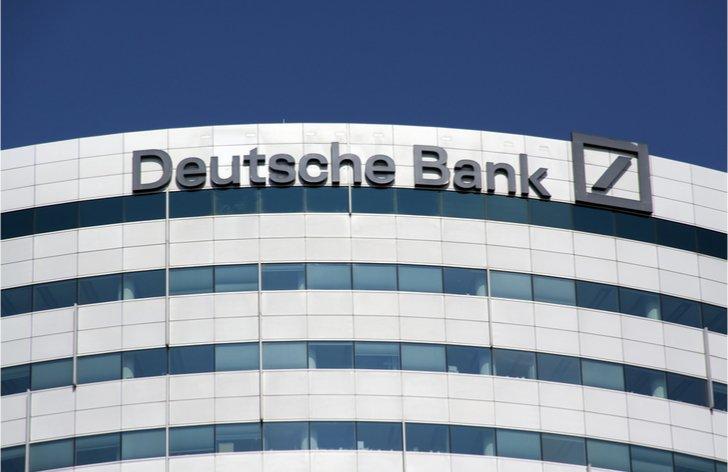 Komentár: Deutsche Bank je na historických minimách