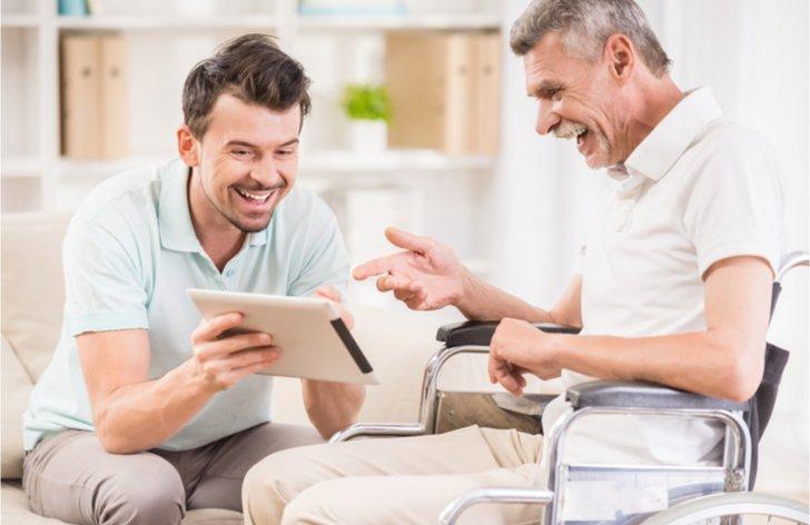 Ako získať príspevok na opatrovanie pre príbuzného