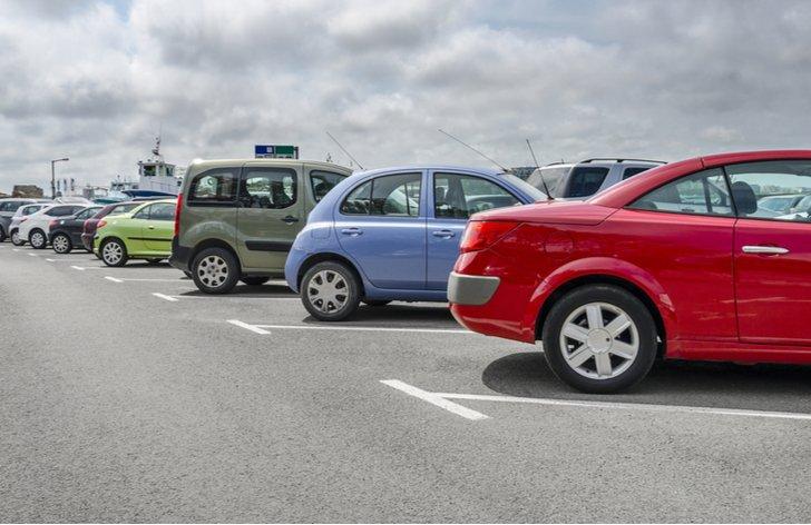 Barevné parkovací zóny: kde zaparkovat, stání, cena