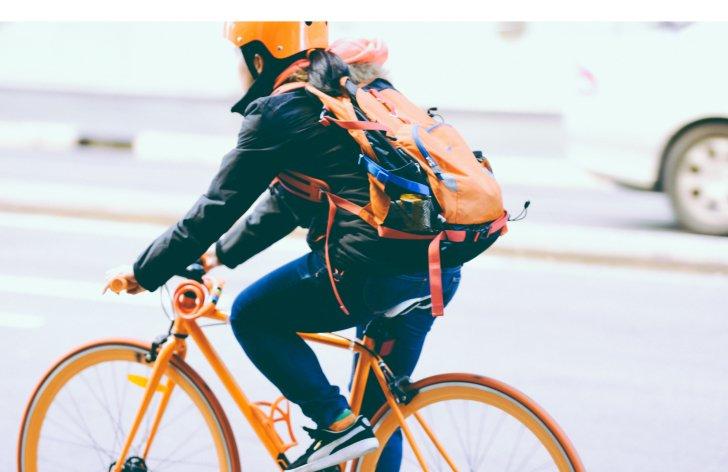 Šofér auta verzus cyklista: aké sú pravidlá na ceste