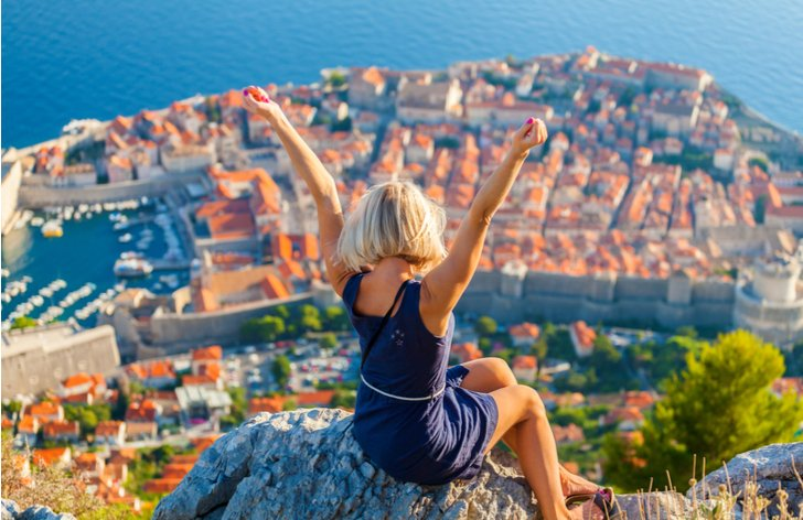 Jak ušetřit na dovolené - srovnávače cen, aplikace, last minute