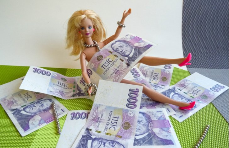 Barbie se topí v penězích