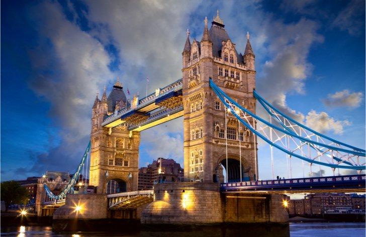 Británia dúfa v rýchly rast ekonomiky