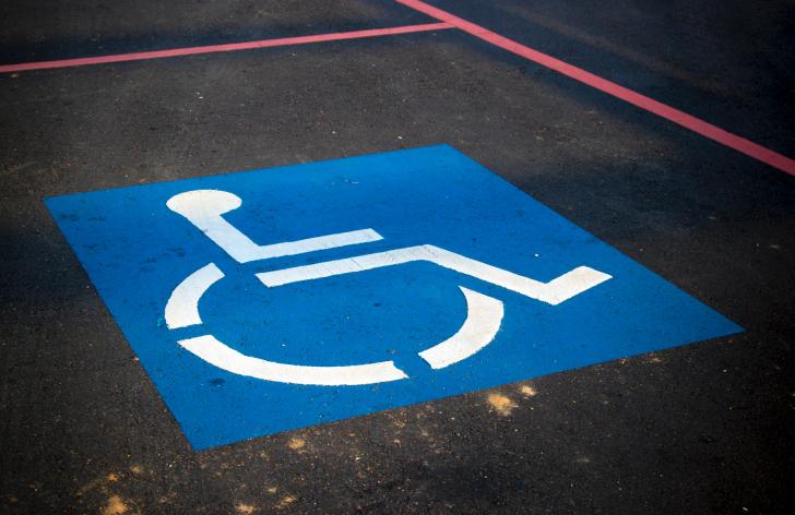 ako parkovať na mieste pre zdravotne postihnutých?