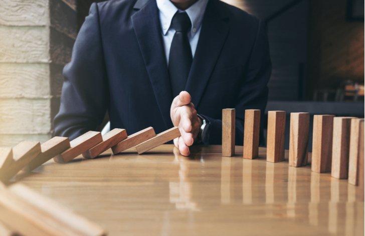 Investovať do indexových fondov, keď trhy padajú?