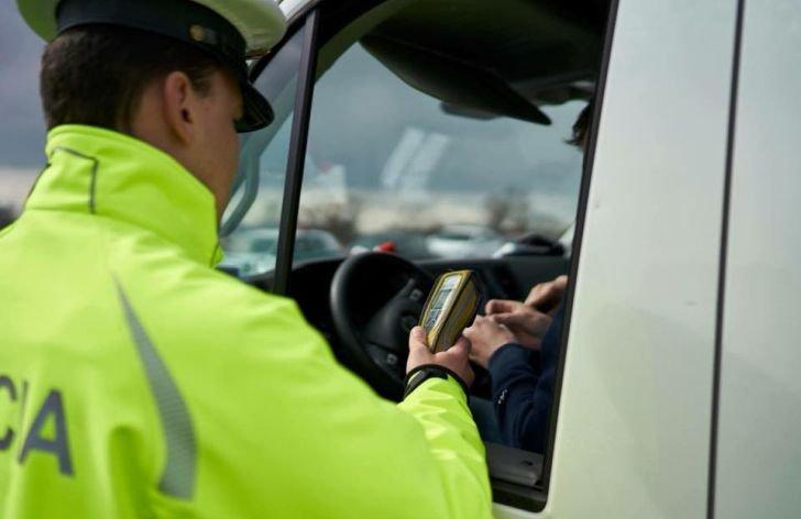 KVÍZ: Kedy vám policajt môže zadržať doklady alebo vodičák?