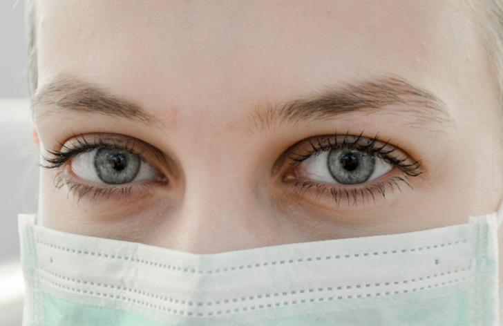 koronavírus v práci - ako zamestnávatelia riešia mzdu a pracovné povinnosti
