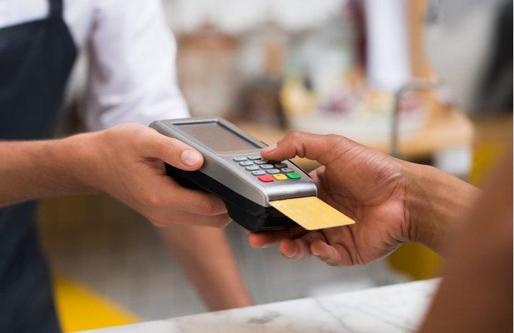 kreditne karty platby bezhotovostne