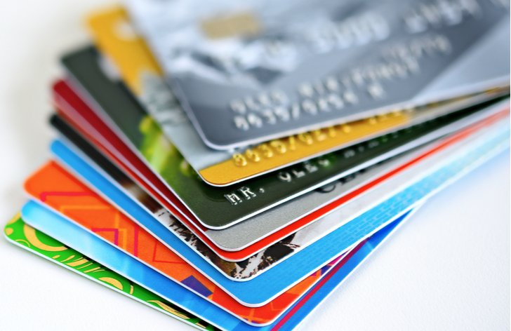 kreditná karta alebo kontokorent: výhody vs nevýhody