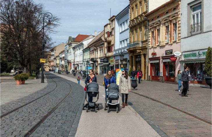 Slováci najviac míňajú na bývanie. V zadlženosti vedie východ ... 0a6f10afcbb