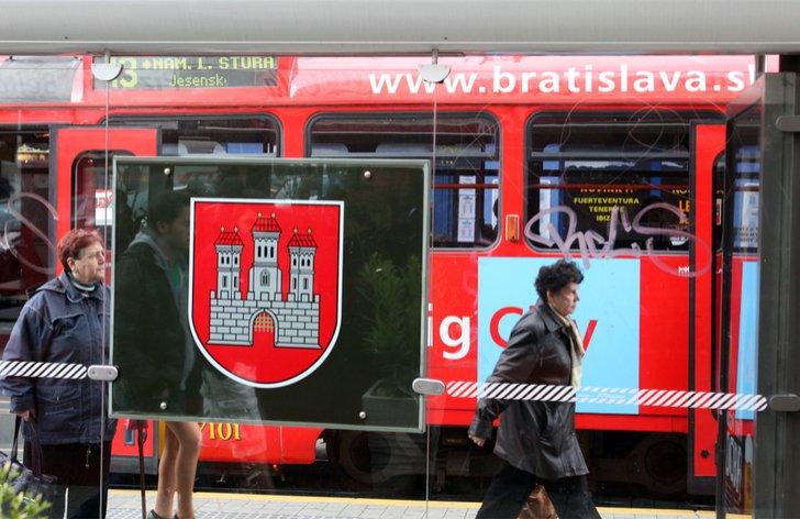 vlaky cestovanie do prace zamestnanci