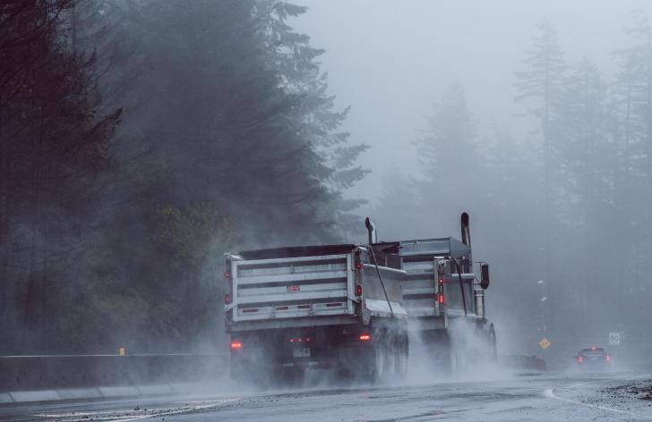 nákladné autá a diaľničné poplatky na Slovensku a v okolitých krajinách