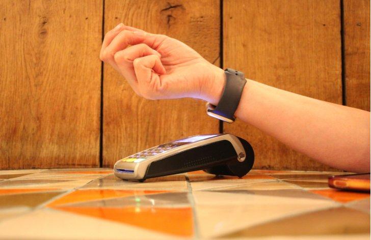 Apple Pay mieri na Slovensko. Čoskoro budeme môct platiť hodinkami