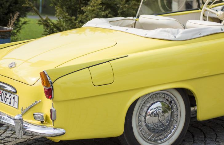 prečo by mali majitelia starých áut tankovať prémiové palivo?