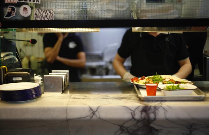 Obedy zadarmo v školách skončili. Odkedy za ne treba opäť platiť?