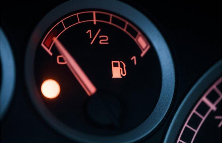 9 tipov, ako efektívne znížiť spotrebu auta