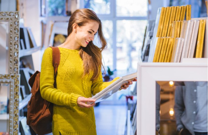 Výhody statusu studenta - můžete navštěvovat knihovny a studovat zde zdarma