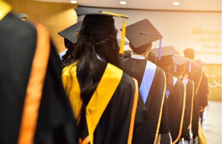 Studenti a poplatky a prodloužení studia