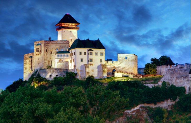 Vstupné na hrady a zámky na Západnom Slovensku