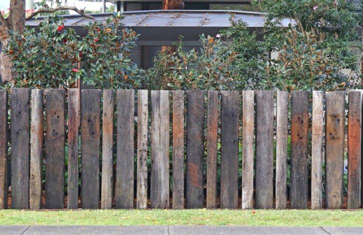 Kam s dřevěnými železničními pražci?