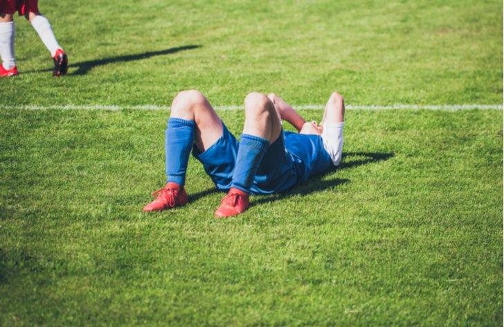 Budete hradiť škodu na zdraví, ak zraníte spoluhráča pri futbale?