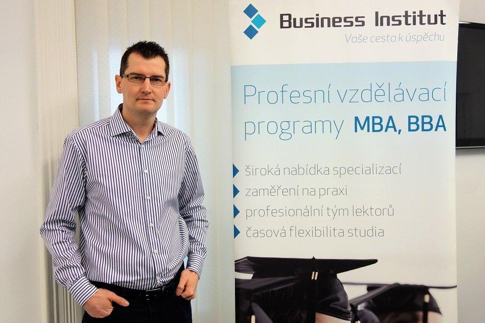 Ředitelem Business Institutu je Ing. Ivo Ducheček.
